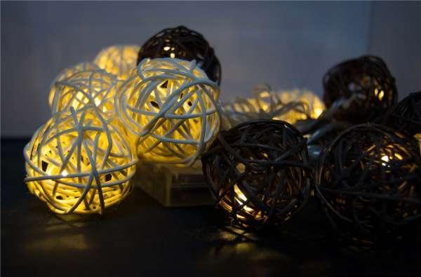 20 LED Lichterkette 4m Ball Rattanoptik Warmweiß inkl. 3x AA Batterie